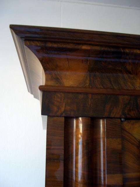 wertvoller frankfurter wellenschrank um 1720 in nu baum. Black Bedroom Furniture Sets. Home Design Ideas