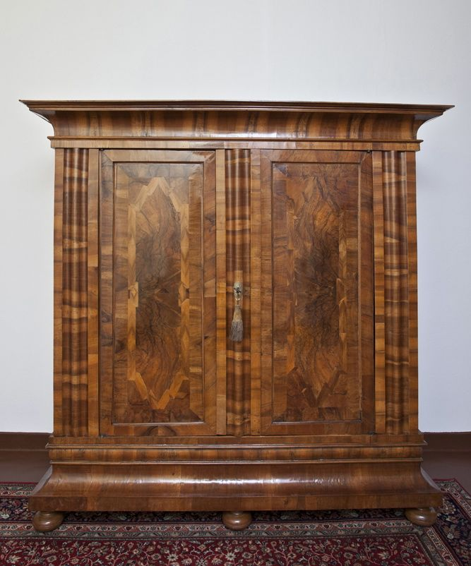 frankfurter wellenschrank um 1730 antike m bel und. Black Bedroom Furniture Sets. Home Design Ideas