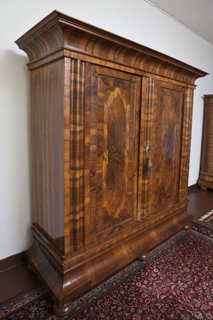 frankfurter wellenschrank um 1730 antike m bel und antiquit ten berlin. Black Bedroom Furniture Sets. Home Design Ideas