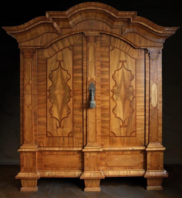 gro er repr sentativer barockschrank sachsen um 1740. Black Bedroom Furniture Sets. Home Design Ideas